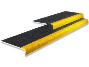 Traptreden indoor&outdoor Zwart met gele neus   600 mm x tot 345 mm x 55 mm